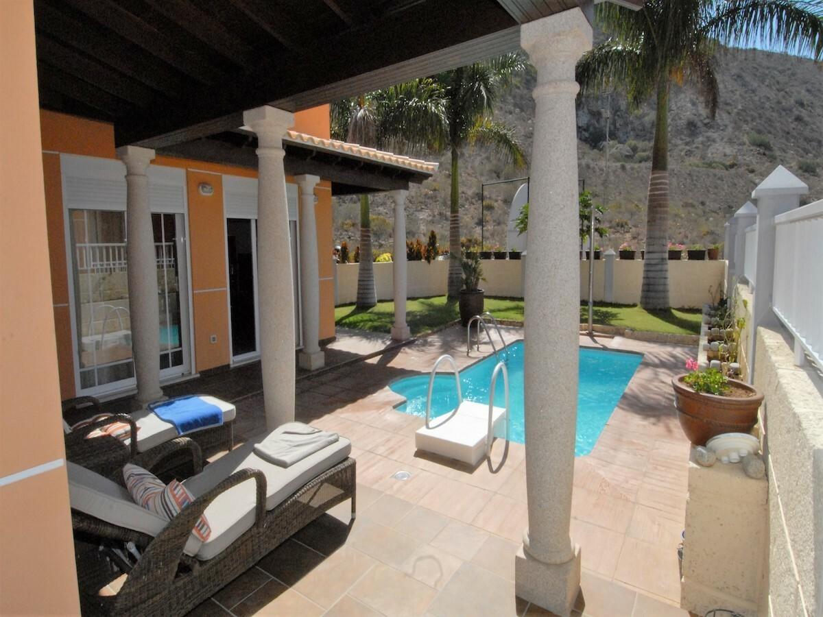Villa indipendente, patio e piscina