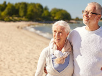 anziani-spiaggia1527607282.jpg